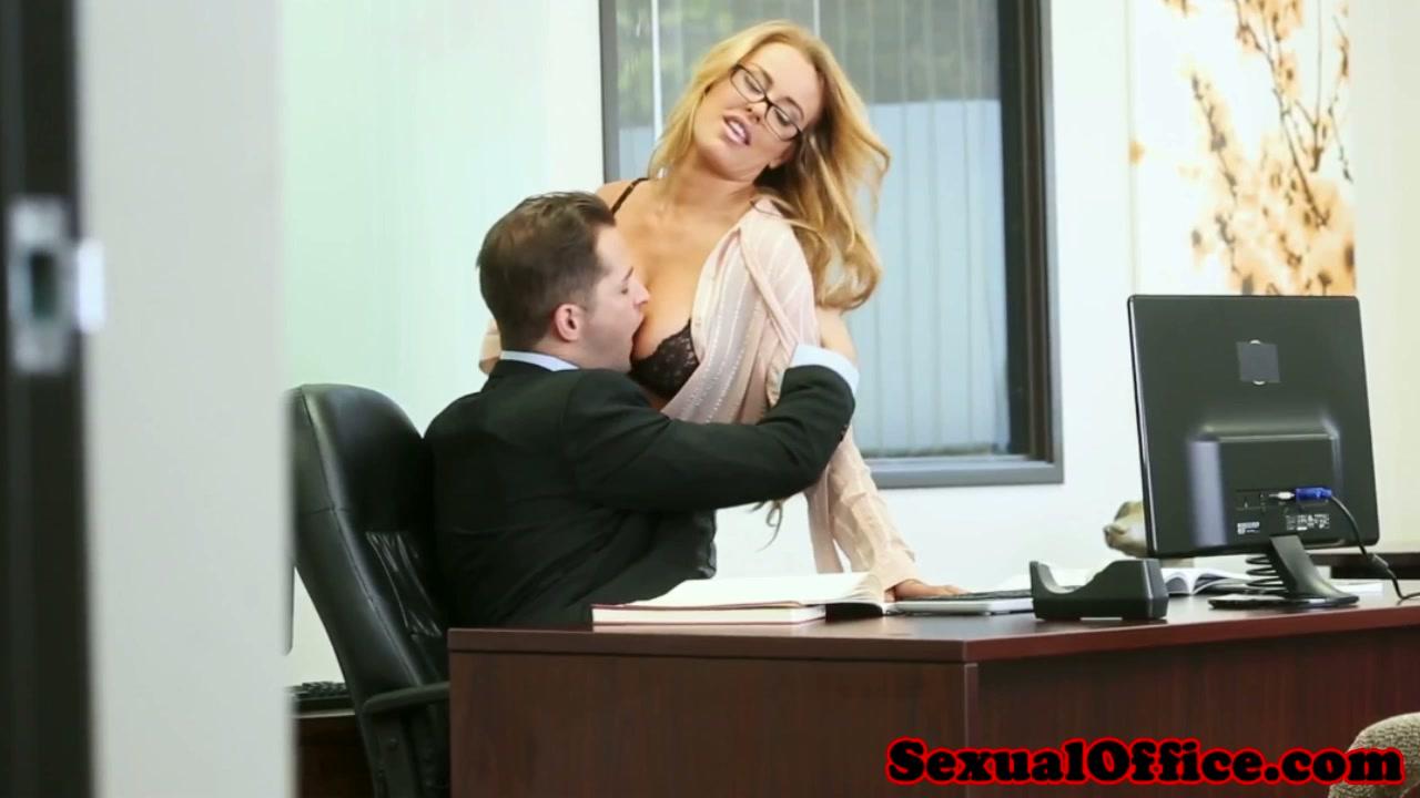 Boss Fucks His Secretary